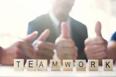 concept-de-travail-en-equipe-commerciale_1421-20
